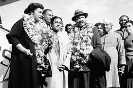 Photo: AP/R. Satakopan. Martin Luther and Coretta King arrive at New Delhi, February 1959.