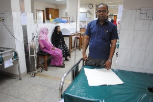 Dr. Mohammad Abdul  Quaiyum designed a simple cotton and tissue paper birth mat to identify post-partum haemorrhage. Photo: Amy Yee