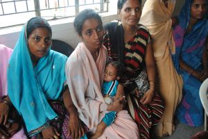 Community health worker in Uttar Pradesh with her baby